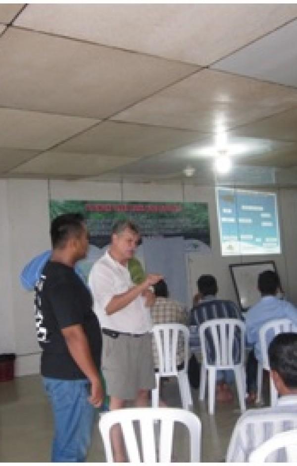 Pelatihan RIL dan CoC di camp PT  BUMWI – P. Amutu Besar, Papua Barat, yang diberikan oleh Mr. Loy D Jones dari APCS